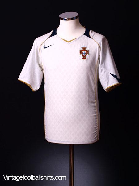 2004-06 Portugal Away Shirt S