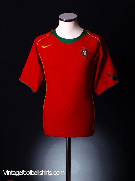 2004-06 Portugal Home Shirt *Mint* L