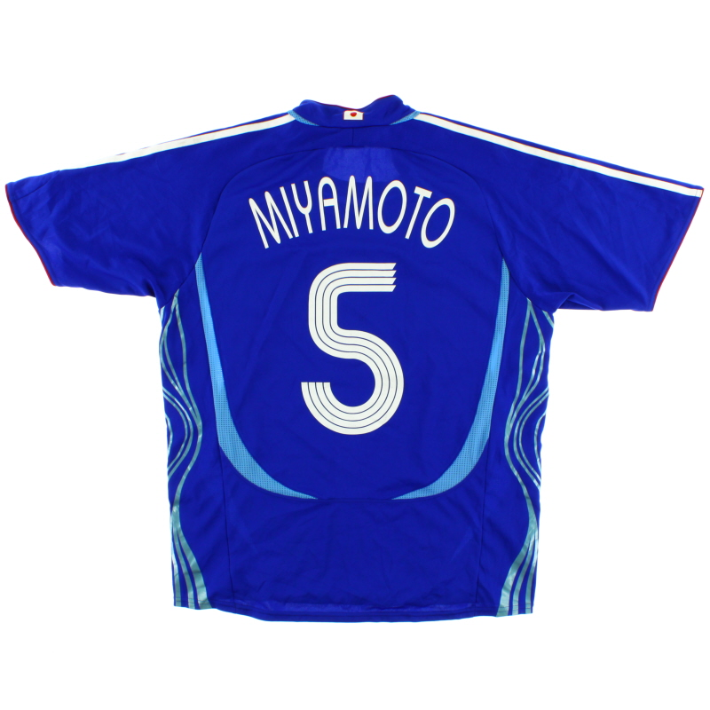 2006-08 Japan Home Shirt Miyamoto #5 M - 818189
