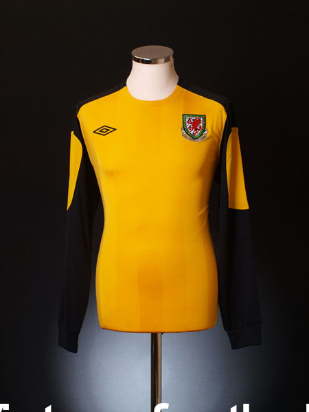 2010-12 Wales Yellow Goalkeeper Shirt L