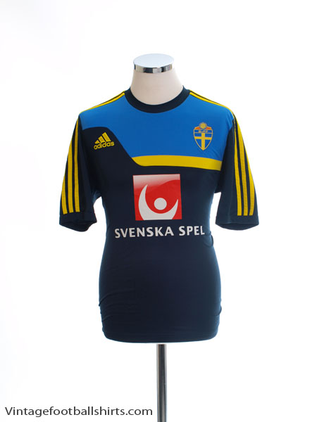 2013-14 Sweden adidas Training Shirt L - Z43381