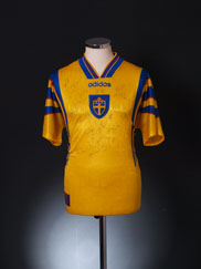 1996-98 Sweden Signed Home Shirt *BNWT* M