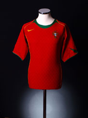 2004-06 Portugal Home Shirt L.Boys